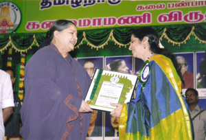 AS-receiving-Kalaimamani-2007-From-Chief-Minster-Dr-J.Jayalalitha.jpg